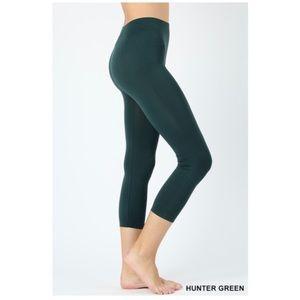 "NEW ""Bosque"" green seamless capri leggings"
